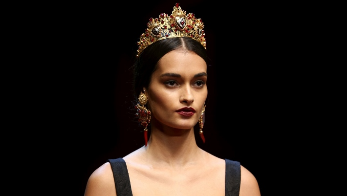 dolce-and-gabbana-spring-summer-2015-sacred-heart-inspired-jewellery-04 (710x401)