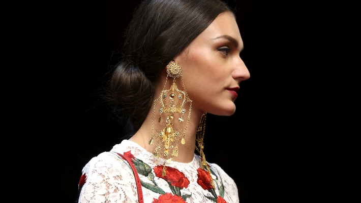 dolce-and-gabbana-spring-summer-2015-sacred-heart-inspired-jewellery-05 (710x401)