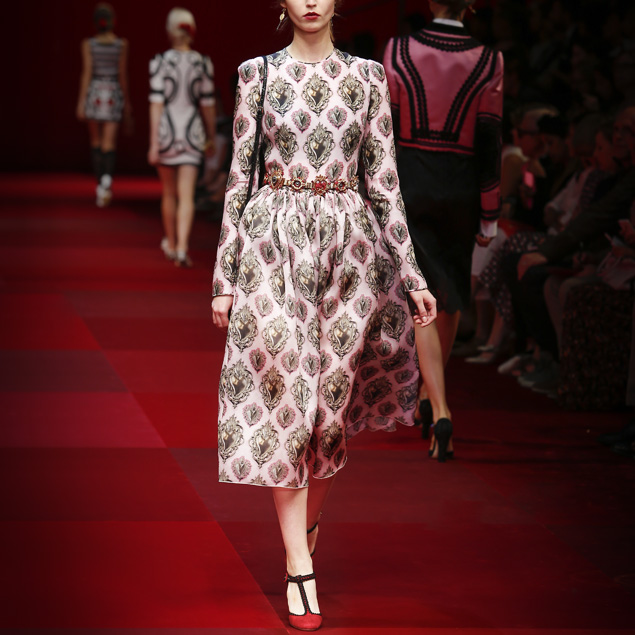 Spring-Summer-2015-fashion-trends-Dolce-and-Gabbana-heart-print-pink-dress-gallery