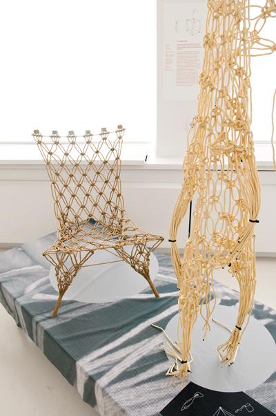 Стамбульская Биеннале Дизайна 2012: Вязаный стул, Марсель Вандерс, Лиззи Калисваарт