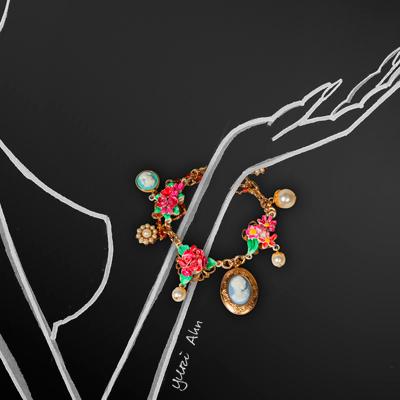 Браслет с камеями, цветами и жемчугом