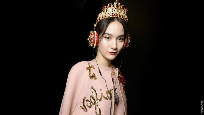dolcegabbana-fall-winter-2015-2016-jewelled-brooches-and-headbands-14