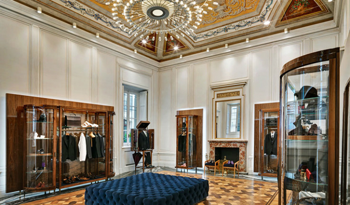 dolce-and-gabbana-opens-new-boutique-in-milan-for-made-to-measure-menswear-chandelier