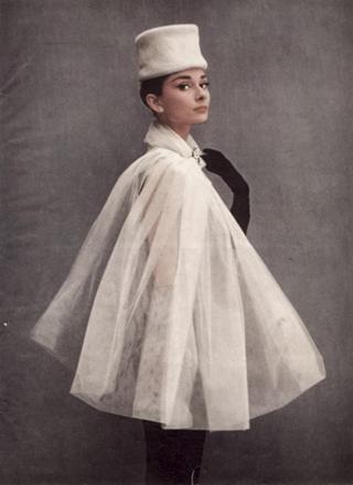 Одри Хепбёрн в кейпе из органзы
