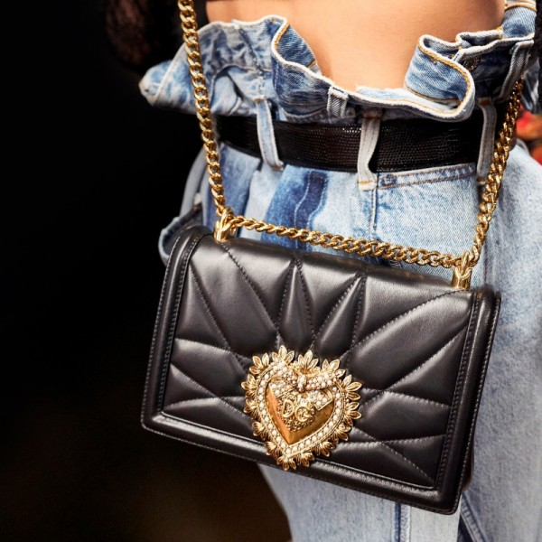 dolce-and-gabbana-fall-winter-2018-19-women-fashion-show-devotion-bag-2-800x800.jpg