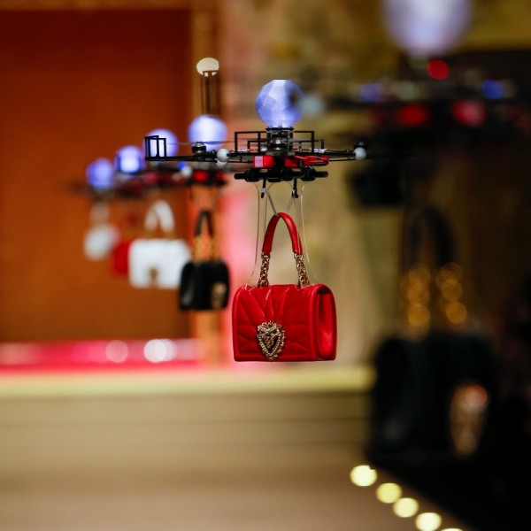 dolce-and-gabbana-fall-winter-2018-19-women-fashion-show-devotion-bag-1-800x800.jpg