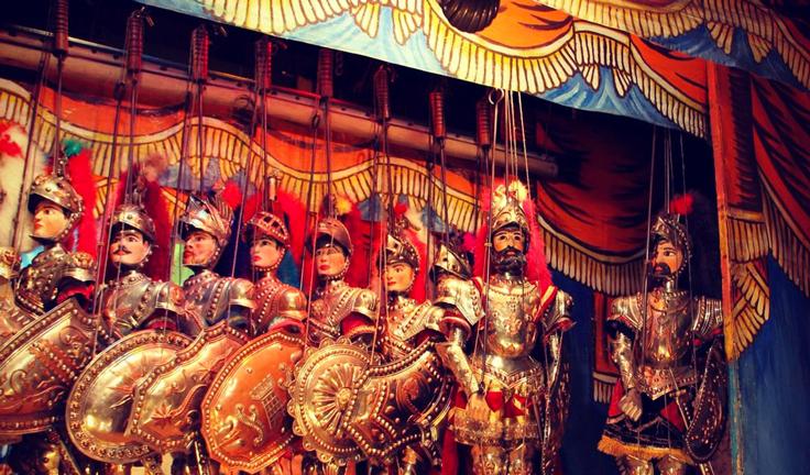 Сицилийские марионетки - пупи на сцене