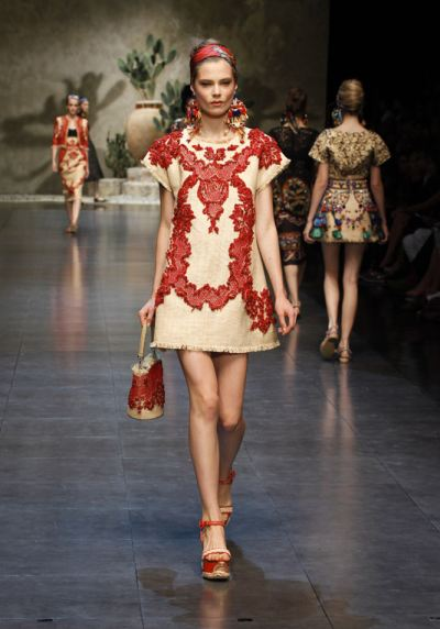 dolce-and-gabbana-ss-2013-women-fashion-show-runway-sicily-folk-photo-70