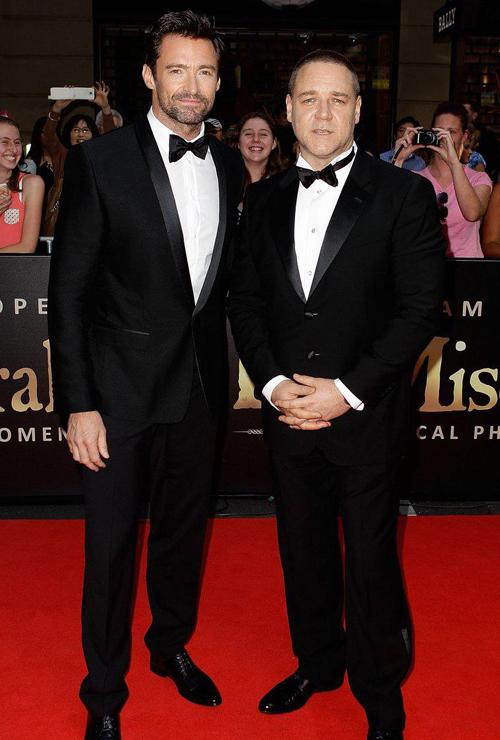 Хью Джекман в Dolce&Gabbana рядом с Расселом Кроу на премьере Отверженных