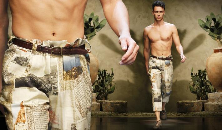 Принты с сувенирами на брюках