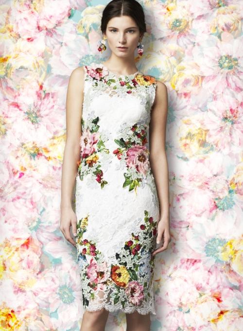 Женская коллекция Dolce&Gabbana, платье с кружевными аппликациями