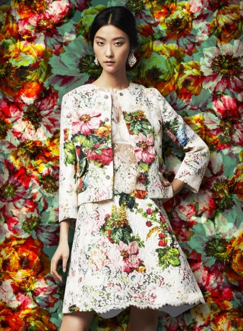 Женская коллекция Dolce&Gabbana, парчовый костюм с кружевом
