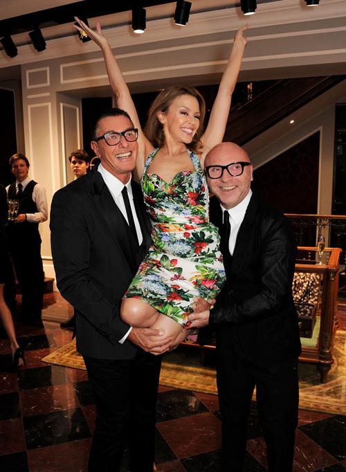 Доменико Дольче и Стефано Габбана с Кайли Миноуг на открытии бутика Dolce&Gabbana в Лондоне