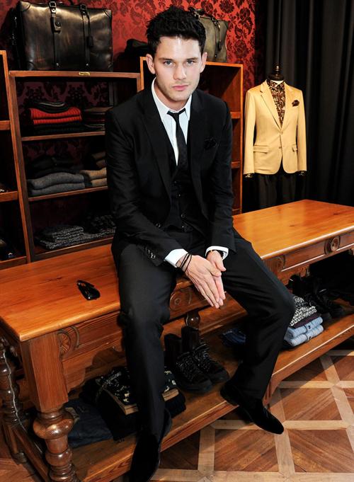 Дэереми Ирвин на открытии бутика Dolce&Gabbana в Лондоне