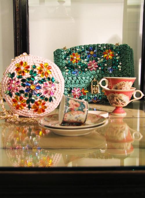 Аксессуары из предколлекции Dolce&Gabbana FW14, расшитые сумочки из рафии