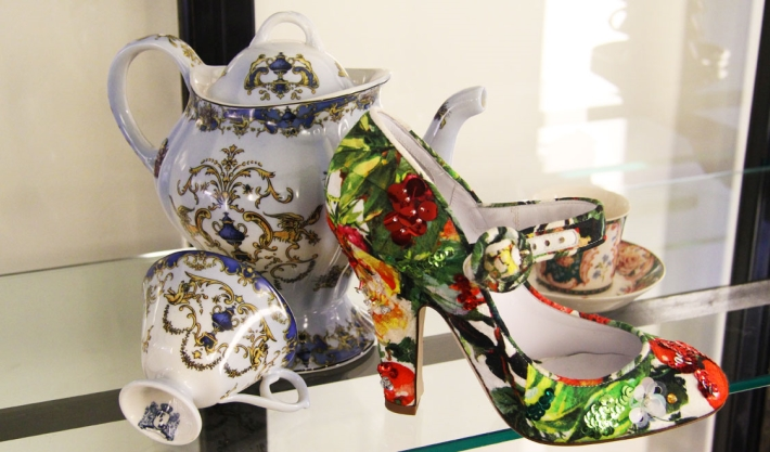 Аксессуары из предколлекции Dolce&Gabbana FW14, туфли с ремешком с цветочным принтом