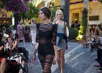 Анна Делло Руссо, Dolce&Gabbana от-кутюр, черное кружево