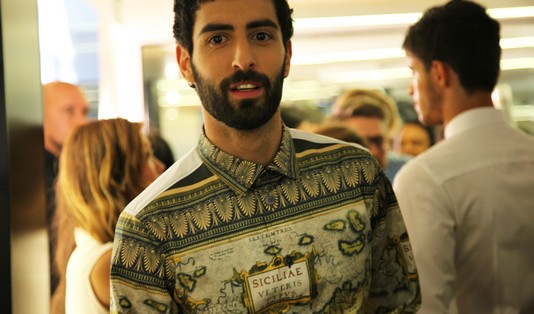 models-backstage-dolce-gabbana-ss-2014-men-fashion-show-printed-shirt