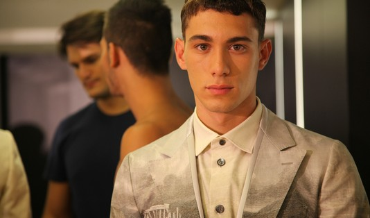 models-backstage-dolce-gabbana-ss-2014-men-fashion-show-printed-suit