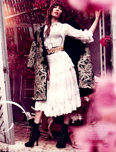 Джессика Бил в Dolce&Gabbana на страницах журнала InStyle