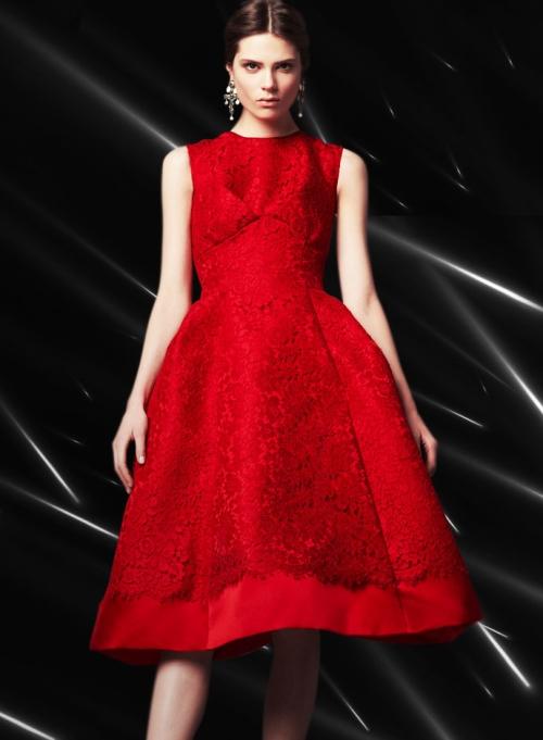 Dolce&Gabbana FW14, красное атласное платье с кружевной аппликацией