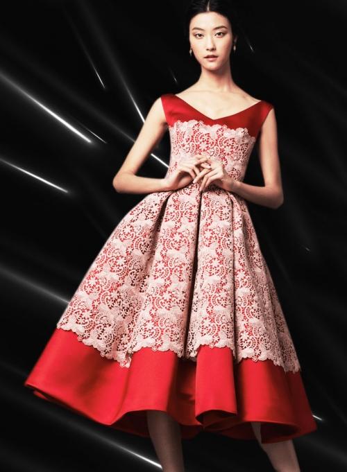 Dolce&Gabbana FW14, светло-розовое атласное платье с кружевной аппликацией