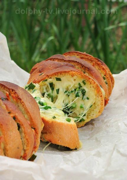 Пирог из кабачков и брынзы + багет, запеченный с сыром и зеленью