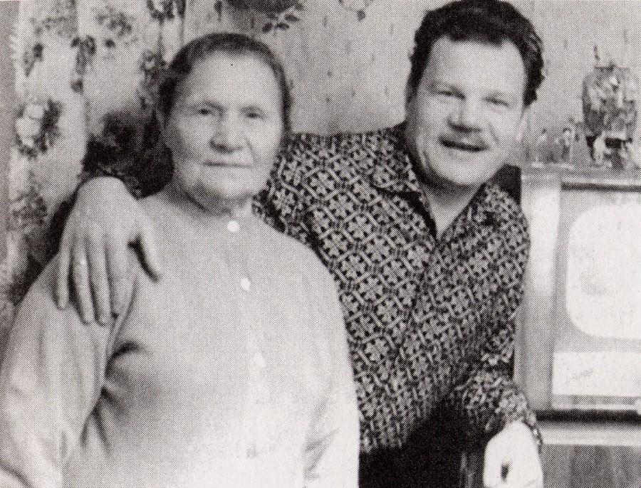 Пуговкин с мамой 1963