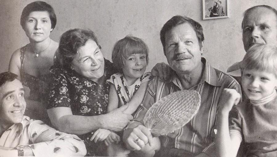 Пуговкин в кругу семьи 1977