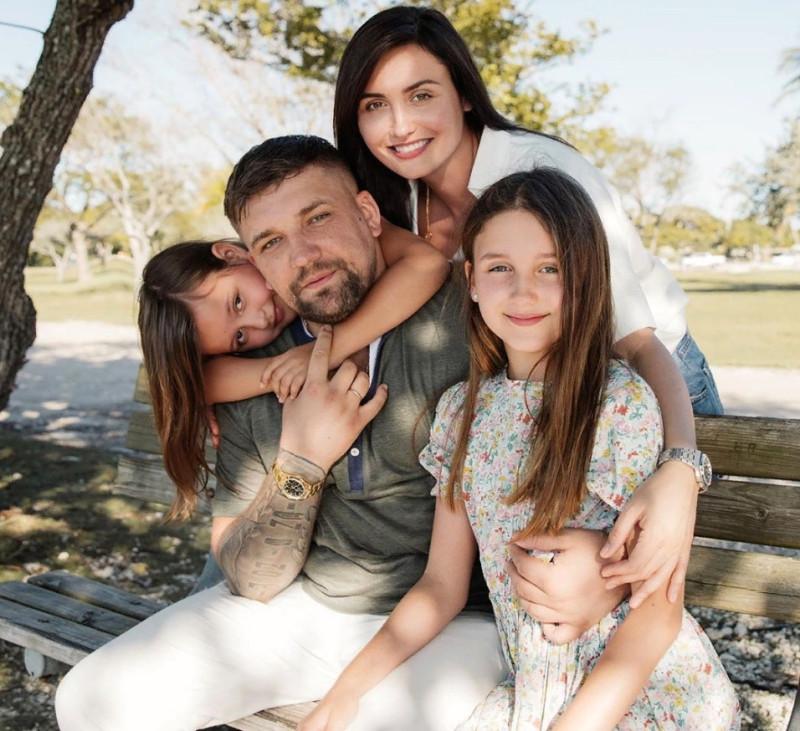 Василий Вакуленко с семьей. Источник: 123ru.net/pics/234347152/