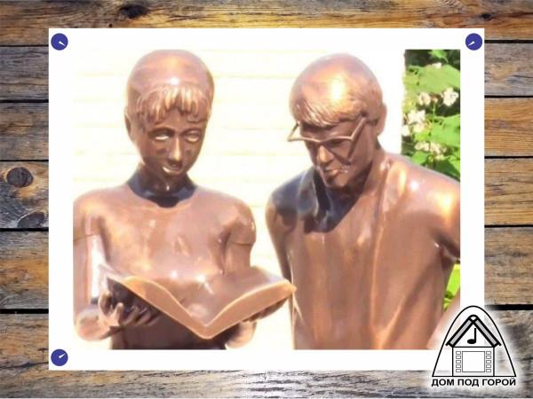 Такие вот Шурик и Лида. Откуда растут руки у современных скульпторов?
