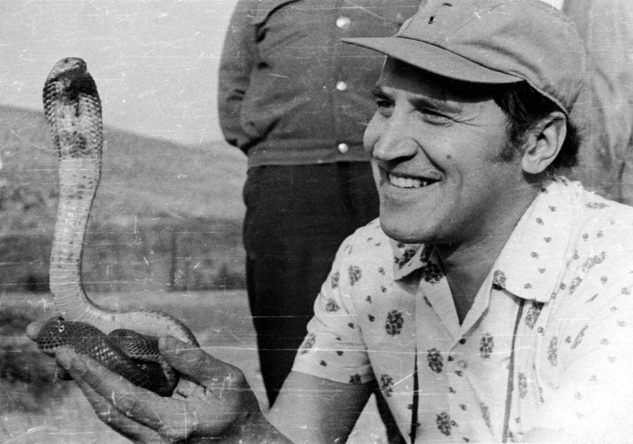 Дроздов С коброй на руках Туркмения, 1977 год