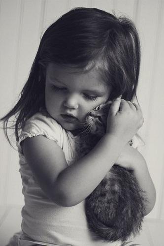 котик и девочка