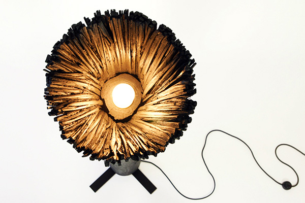 pressed-wood-black-lamp-1