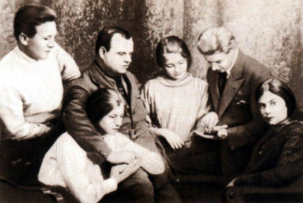 Мог ли Лев Толстой отдать весь гонорар за одно кольцо?: dombusin —  LiveJournal
