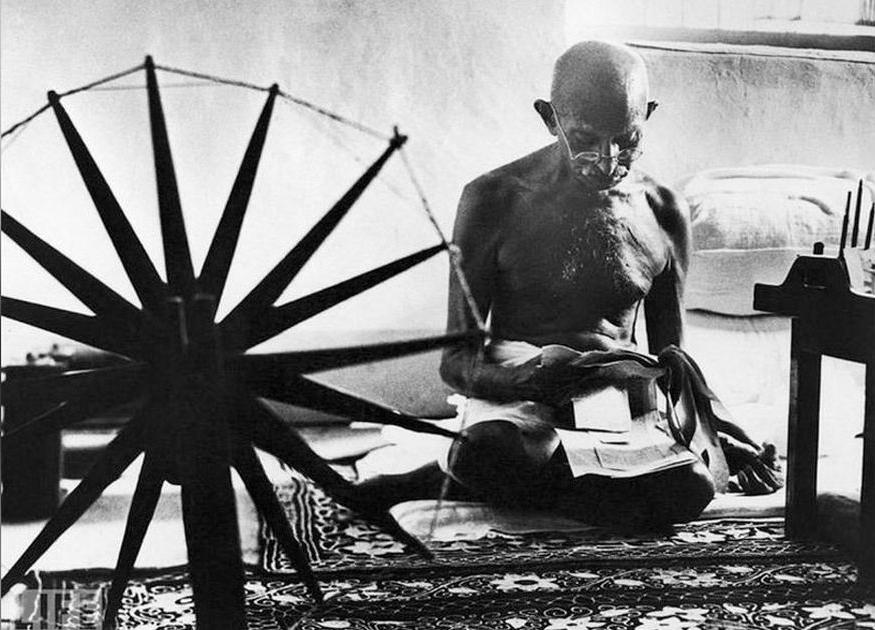 «Неприличный» подарок Махатмы Ганди к свадьбе королеве Елизавете
