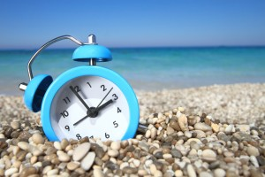 время доминиканской республики, часы на пляже, доминикана