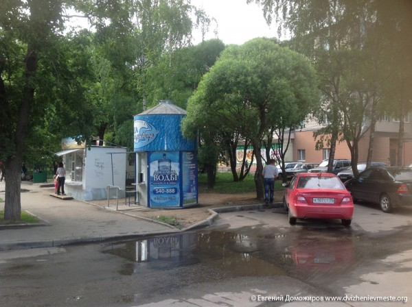 Бочка с водой Александра Голованова на Проспекте Победы 66
