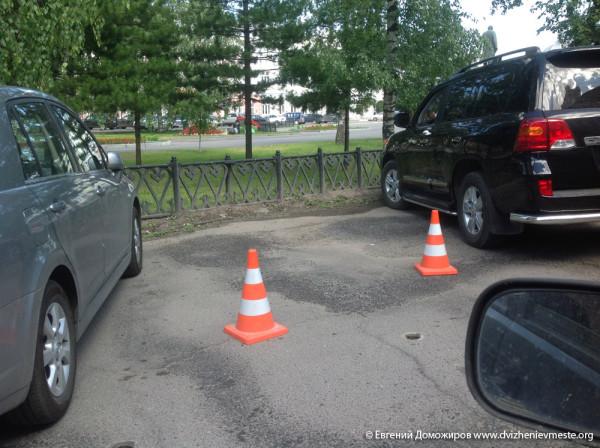 Александр Голованов, как бы Почетный гражданин города Вологды теперь конусы вернул (1)