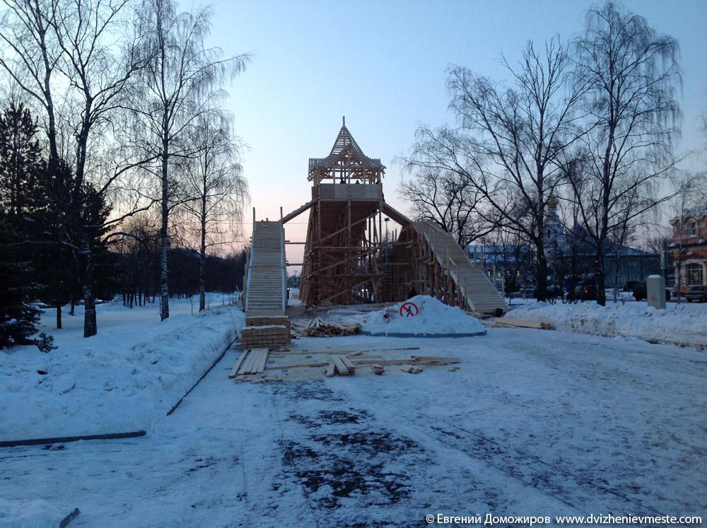 Деревянная горка в центре Вологды на 20-е февраля (1)