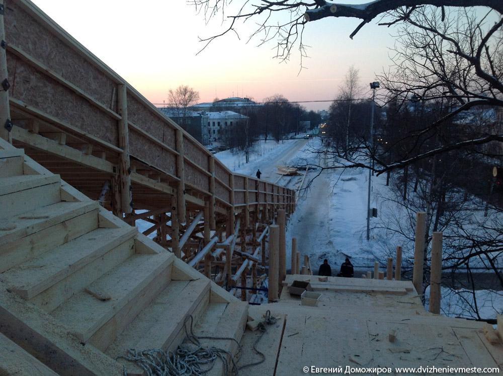 Деревянная горка в центре Вологды на 20-е февраля (2)