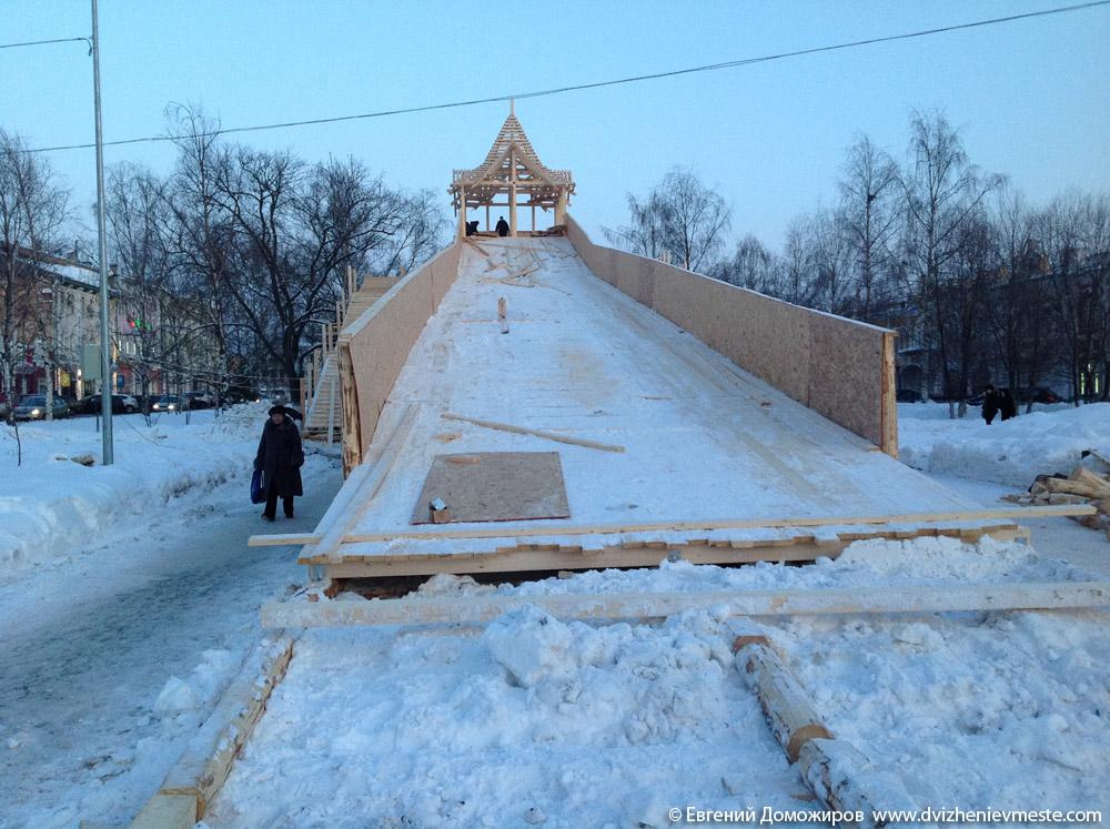 Деревянная горка в центре Вологды на 20-е февраля (3)