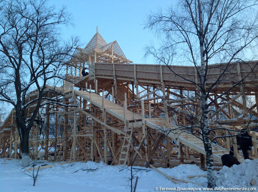 Деревянная горка в центре Вологды на 20-е февраля (6)