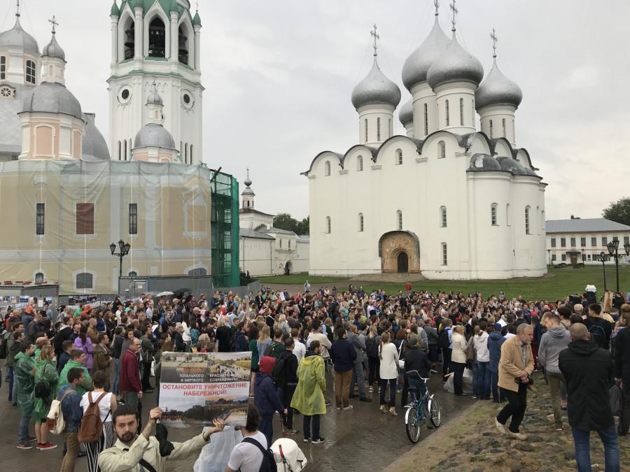 Набережная в Вологде.  митинг.jpg