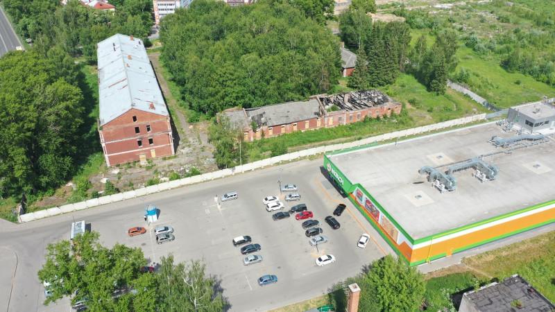 Супермаркет Макси на территории достопримечательного места в Вологде.JPG