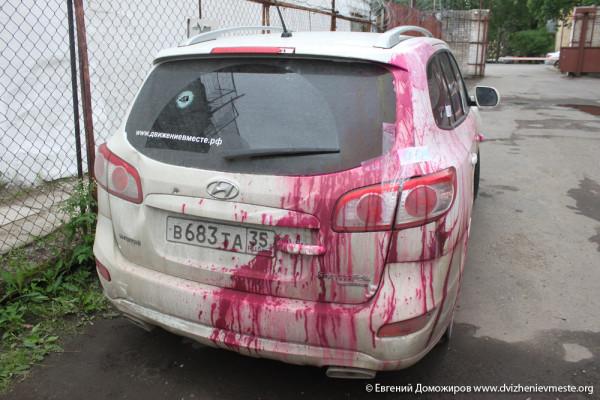 Машина депутата Доможирова после нападения (2)