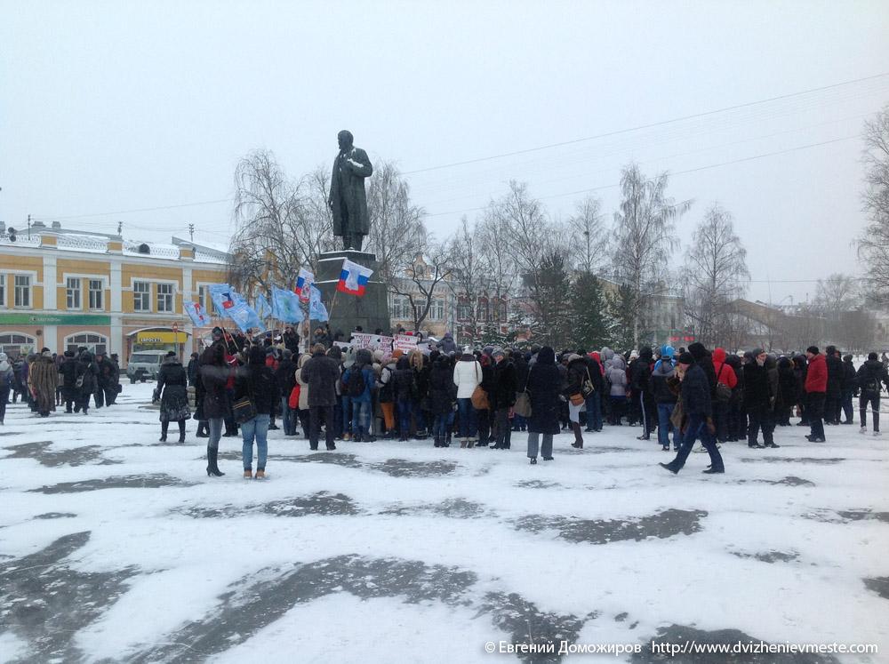 Вологодский государственный педагогический университет проводит пикет под сенью того самого дедушки Ленина