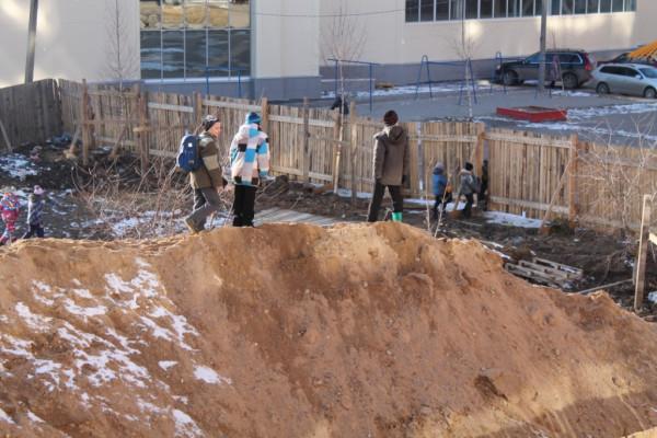Точечная застройка на Сухонской, играющие дети (4)