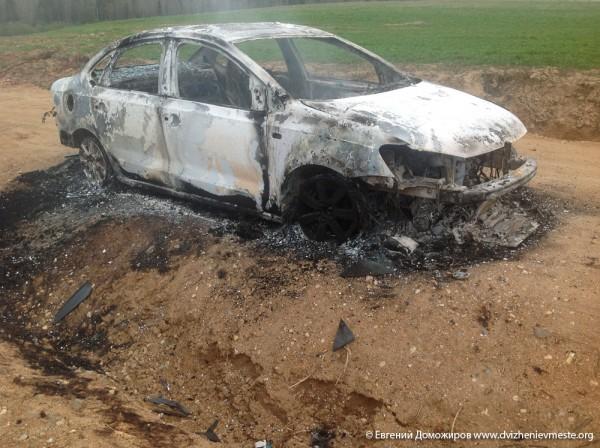 Автомобиль семьи Доможировых. Утро 13 мая 2014 года (2)