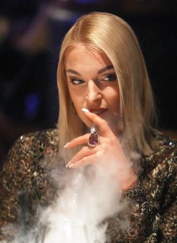 русские звезды курят фото материалы
